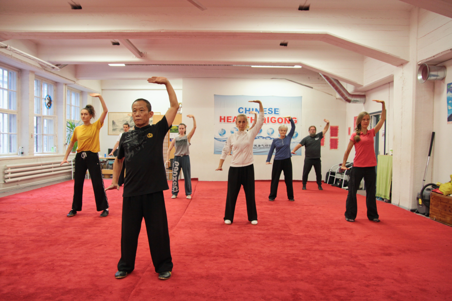 Qigong-liikesarjat sisältävät rauhallisia liikkeitä